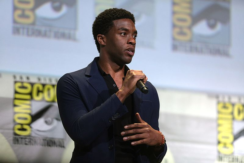 Chadwick+Boseman+at+San+Diego%27s+2016+Comic+Con+International%2C+Photo+Courtesy+of+Wikimedia+Commons